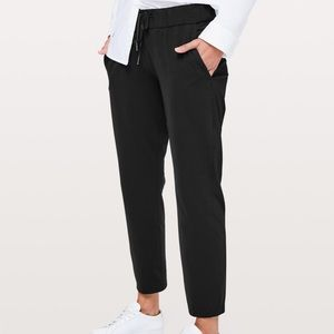 Lululemon On The Fly Pant in Black